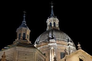 Basílica del Pilar at night