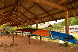 A long Thai rowboat